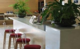Oferta Viaje Hotel Holiday Inn Express Madrid - Getafe + Entradas 2 días consecutivos Warner