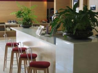 Oferta Viaje Hotel Escapada Holiday Inn Exprés la capital de España - Getafe + Entradas dos días sucesivos Warner