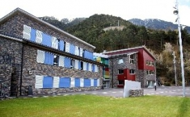 Oferta Viaje Hotel Escapada Alberg La Comella + Entradas Circo del Sol Scalada + Caldea
