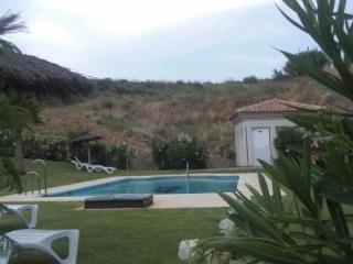 Oferta Viaje Hotel Escapada Oasis De La Cala Apartment Complex + Entradas Paquete Selwo (SelwoAventura, Teleférico, Selwo Marina Delfinarium)