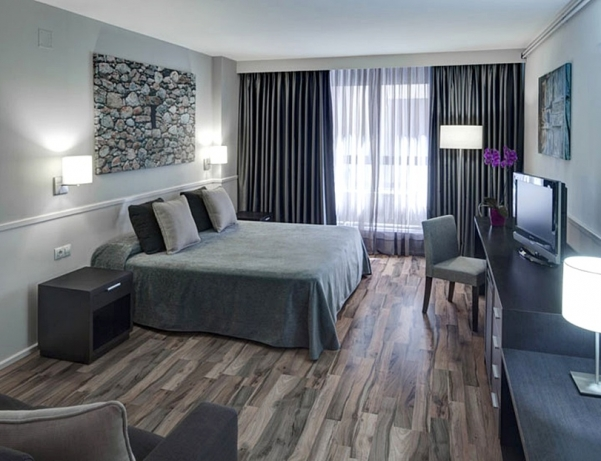 Oferta Viaje Hotel Escapada Exe Prisma + Entradas Caldea + Espectáculo Mito Acuario  + Cena