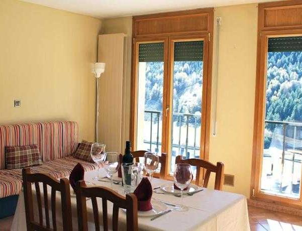 Oferta Viaje Hotel Escapada Glaç Soldeu tres mil + Entradas General dos Horas + Menu Almuerzo