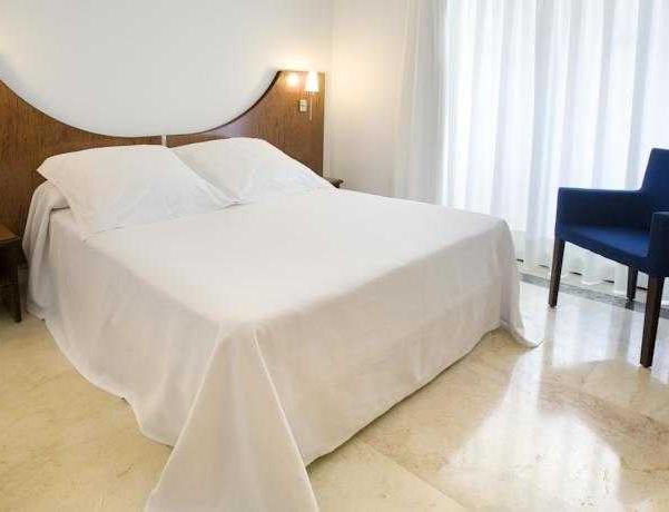 Oferta Viaje Hotel Escapada Agir + Entradas Terra Mítica dos días