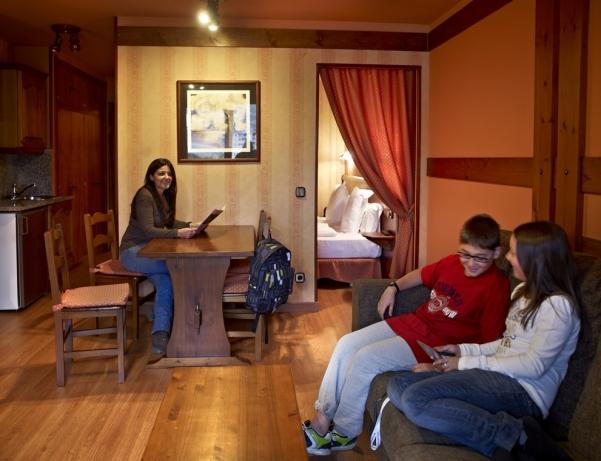Oferta Viaje Hotel Escapada Anyos Park Pisos + Entradas Circo del Sol Scalada + Caldea