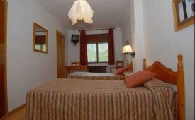 Oferta Viaje Hotel Escapada Pisos Roya (Espot) + RaftingLlavorsí - Sort (dieciseis km)