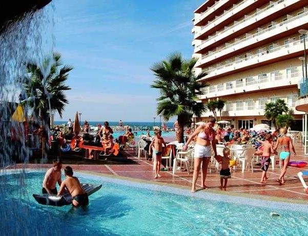 Oferta Viaje Hotel Escapada Cala Font + Entradas PortAventura tres días dos parques
