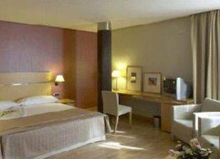 Oferta Viaje Hotel Escapada Hotel Reston Valdemoro + Entradas dos días sucesivos Warner
