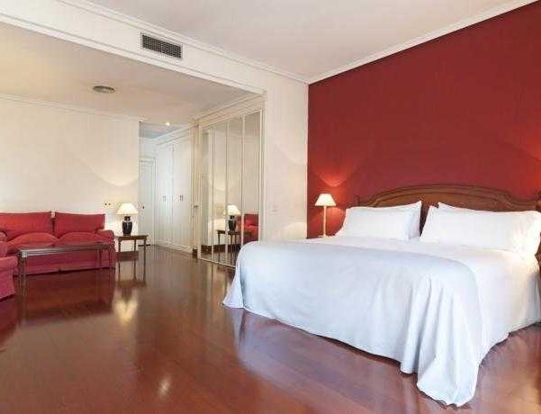 Oferta Viaje Hotel Escapada TRYP la capital de España Ambassador Hotel + Entradas dos días sucesivos Warner con 1 día Warner Beach