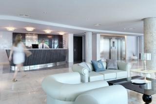 Oferta Viaje Hotel Escapada Barcelo Illetas Albatros + Visita a Bodega Celler Ramanya