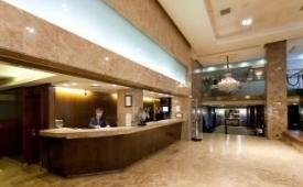 Oferta Viaje Hotel Escapada Beatos Agumar + Entradas dos días sucesivos Warner