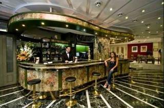 Oferta Viaje Hotel Escapada Corona de Granada + Visita Alhambra y Granada con audioguía 48h