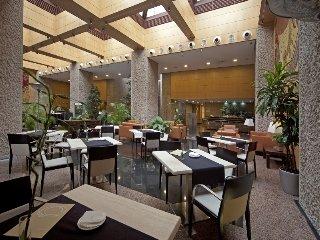 Oferta Viaje Hotel Escapada Silken Puerta la villa de Madrid + Entradas dos días sucesivos Warner