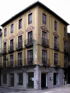 Oferta Viaje Hotel Catedral Suites + Visita Alhambra y Granada con audioguía 48h
