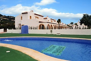 Oferta Viaje Hotel Escapada Puerta del Sol Pisos + Entradas Terra Mítica dos días