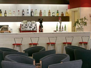 Oferta Viaje Hotel Escapada Holiday Inn Exprés la capital española-Airport + Entradas Parque de Atracciones