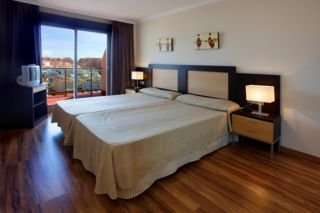 Oferta Viaje Hotel Escapada Pierre & Vacances Benalmadena Principe + Entradas Paquete Selwo (SelwoAventura, Teleférico, Selwo Marina Delfinarium)