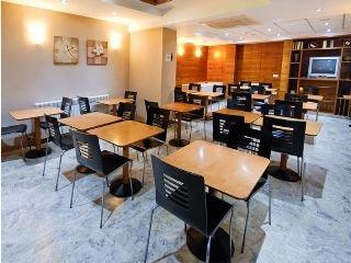 Oferta Viaje Hotel Escapada Torico Plaza + Entradas 1 día Dinópolis + Legendark