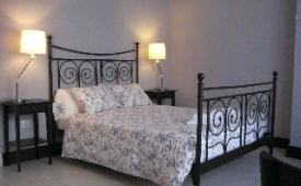 Oferta Viaje Hotel Escapada B&B Mare de Deu Canovas + Entradas 1 día Bioparc