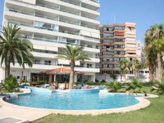 Oferta Viaje Hotel Escapada Pisos Villa Capri + Entradas Terra Mítica dos días