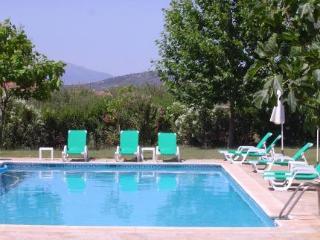 Oferta Viaje Hotel Escapada Hotel Rural La Paloma + Entradas General Selwo Marina Delfinarium Benalmádena