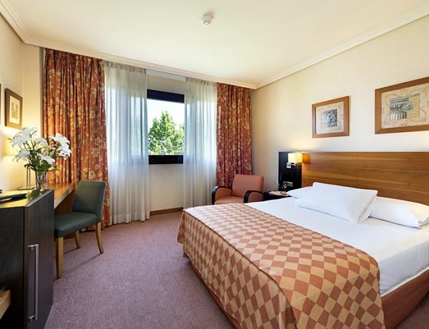 Oferta Viaje Hotel Escapada Exe Getafe + Entradas dos días sucesivos Warner con 1 día Warner Beach