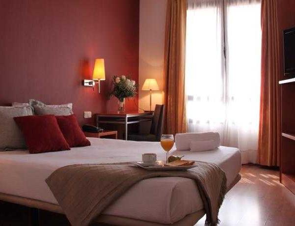 Oferta Viaje Hotel Escapada TH Boadilla + Entradas dos días sucesivos Warner con 1 día Warner Beach