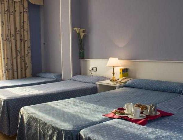 Oferta Viaje Hotel Escapada Urbe de Parla + Entradas dos días sucesivos Warner con 1 día Warner Beach