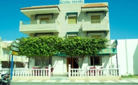 Oferta Viaje Hotel Escapada Hostal Trebol + Entradas a Parque Oasys Mini Hollywood