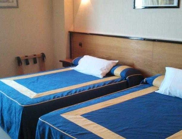 Oferta Viaje Hotel Escapada Urbe De Fuenlabrada + Entradas dos días sucesivos Warner con 1 día Warner Beach