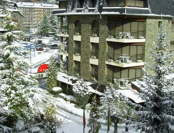 Oferta Viaje Hotel Escapada Guillem + Entrada Única Naturlandia + P. Animales