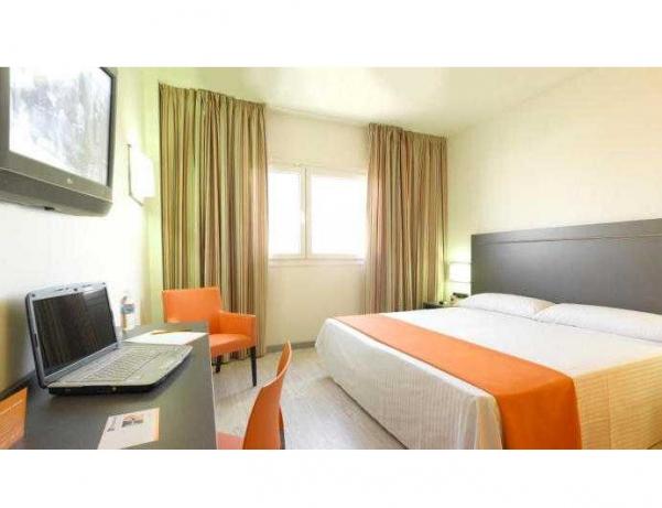 Oferta Viaje Hotel Escapada H2 Fuenlabrada + Entradas dos días sucesivos Warner