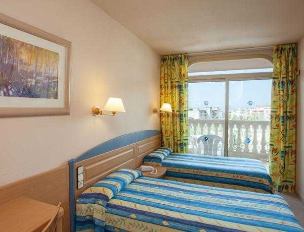 Oferta Viaje Hotel Escapada Dorada Palace + Entradas Circo del Sol Amaluna - Nivel 1