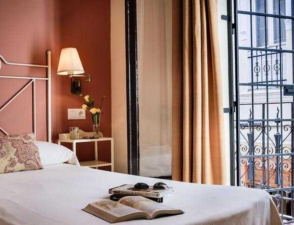 Oferta Viaje Hotel Escapada Pisos Murillo Sevilla + Entradas Isla Mágica + Aqua Mágica 1 día