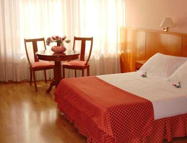 Oferta Viaje Hotel Escapada Shs Hotel Aeropuerto + Entradas dos días sucesivos Warner con 1 día Warner Beach