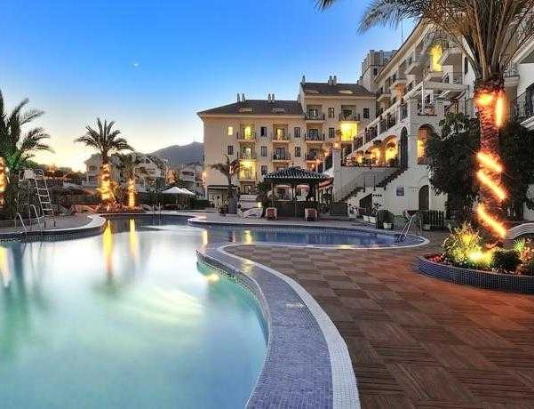 Oferta Viaje Hotel Escapada Spa Benalmadena Palace + Entradas Bioparc de Fuengirola