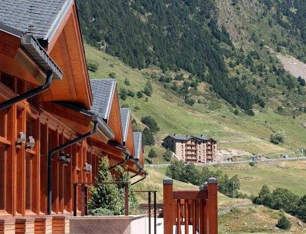 Oferta Viaje Hotel Escapada Sport Village + Entradas Caldea + Espectáculo Sensoria - (veinte-veintiuno)