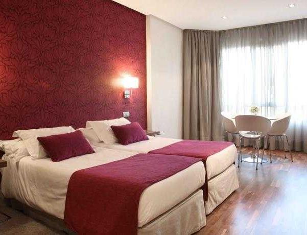Oferta Viaje Hotel Escapada Apartosuites Jardines de Sabatini + Autobus desde la capital española