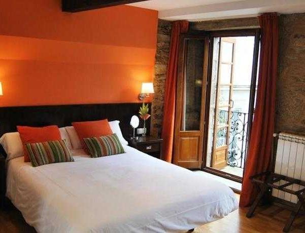 Oferta Viaje Hotel Mv Algalia + Visita con Audioguía por Santiago de Compostela