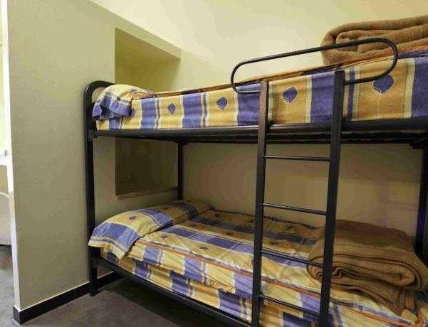 Oferta Viaje Hotel Escapada Albergue Les Estades + Descenso acantilado Iniciación