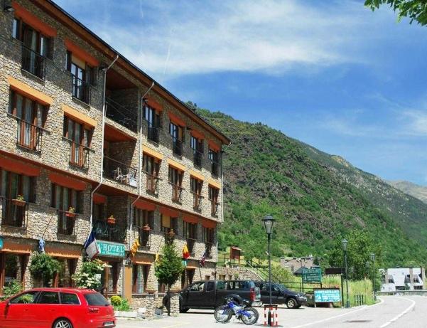 Oferta Viaje Hotel Escapada Pisos Antic Cal Daina + Entrada Única Naturlandia + P. Animales