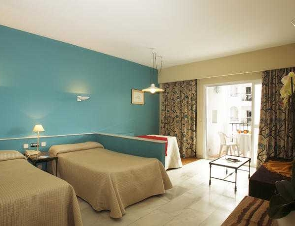 Oferta Viaje Hotel Escapada Aparthotel Pyr Marbella + Entradas Paquete Selwo (SelwoAventura, Teleférico, Selwo Marina Delfinarium)