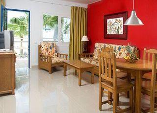 Oferta Viaje Hotel Escapada Parque Tropical + Curso de Famara  tres hora / día
