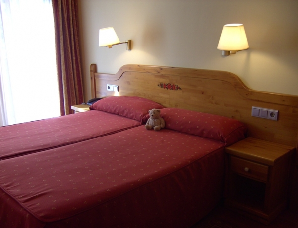 Oferta Viaje Hotel Escapada Pisos Sant Moritz + Entradas Nocturna Wellness Inuu + Cena