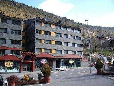 Oferta Viaje Hotel Escapada Pisos Tarter Classic tres mil + Entradas Circo del Sol Scalada