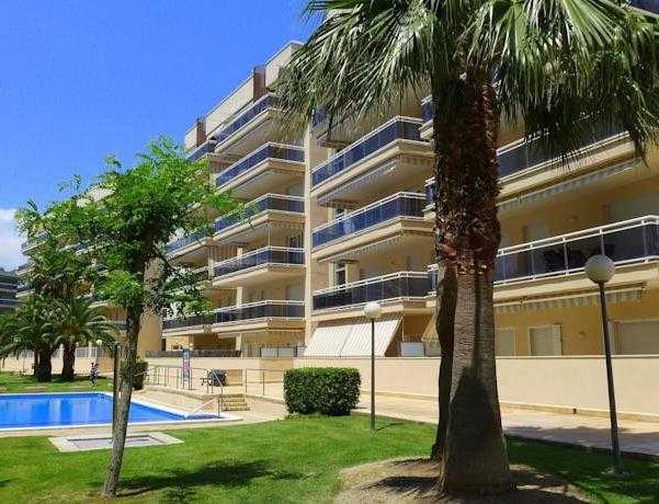 Oferta Viaje Hotel Escapada Pisos Village-Ventura + Entradas PortAventura tres días
