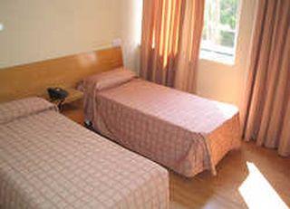 Oferta Viaje Hotel Escapada Pisos Andromeda + Entradas 1 día Faunia