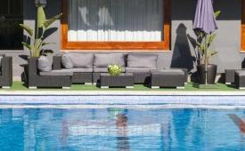 Oferta Viaje Hotel Escapada Astari + Entradas Circo del Sol Amaluna - Nivel 1