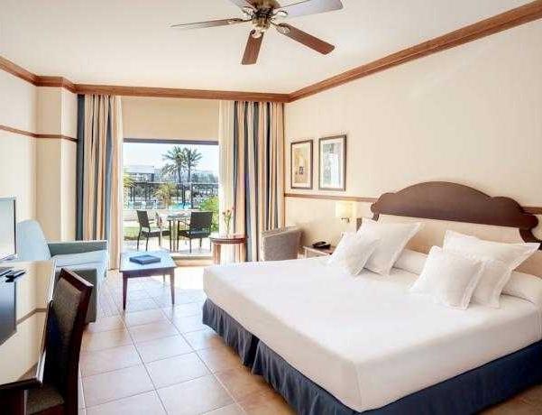 Oferta Viaje Hotel Escapada Barcelo Cabo de Gata + Entradas a Parque Oasys Mini Hollywood