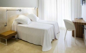 Oferta Viaje Hotel Escapada Belroy + Entradas Terra Mítica 1 día