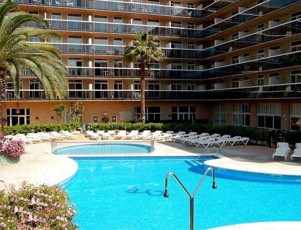 Oferta Viaje Hotel Escapada Cye Holiday Centre + Entradas PortAventura tres días dos parques